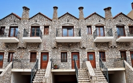Πωλούνται πετρόκτιστες κατοικίες 105 τ.μ στο Παράλιο Άστρος