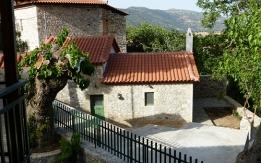Πωλείται ή ενοικιάζεται αναπαλαιωμένο πετροκτίστο σπίτι